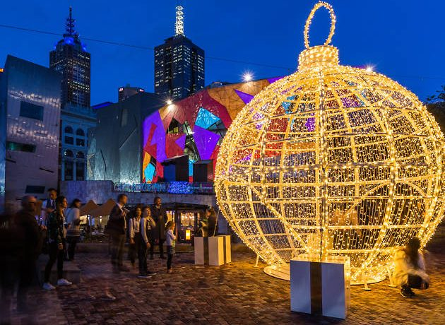 fed-square-giant-christmas-bauble