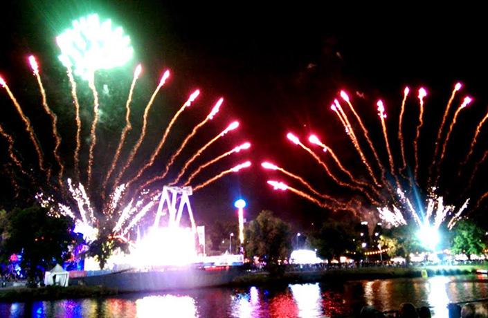 moomba-fireworks